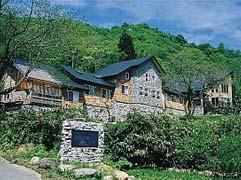 [ペットの犬と一緒に泊まれる宿] 小さなホテル 四季の森 山荘 [プチホテル]